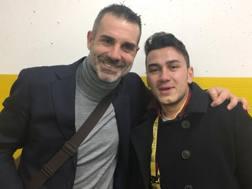 Stefano Sorrentino, 38 anni, con il tifoso Salvo Piazza