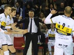 L'esultanza di Rado Stoytchev con i giocatori di Modena