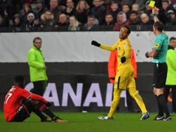 L'atteggiamento irridente di Neymar a Rennes. Afp