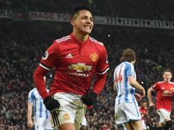 Sanchez esulta a Old Trafford. Afp