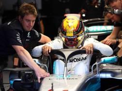 Hamilton prova la Mercedes con l'halo a pa 2017. LaPresse