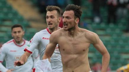 Libor Kozak, 28 anni, esulta per la rete che ha deciso la sfida tra Bari e Frosinone. fcbari1908.com