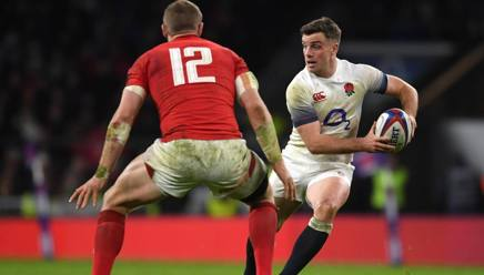 Il gallese Hadleigh Parkes prova a fermare George Ford. Getty Images