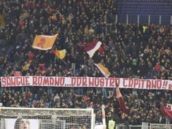 La curva dei tifosi della Roma. Lapresse