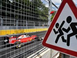 La Ferrari di Kimi Raikkonen in azione a Baku. Afp