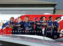 La gigantografia che campeggia sul jet privato del Psg.