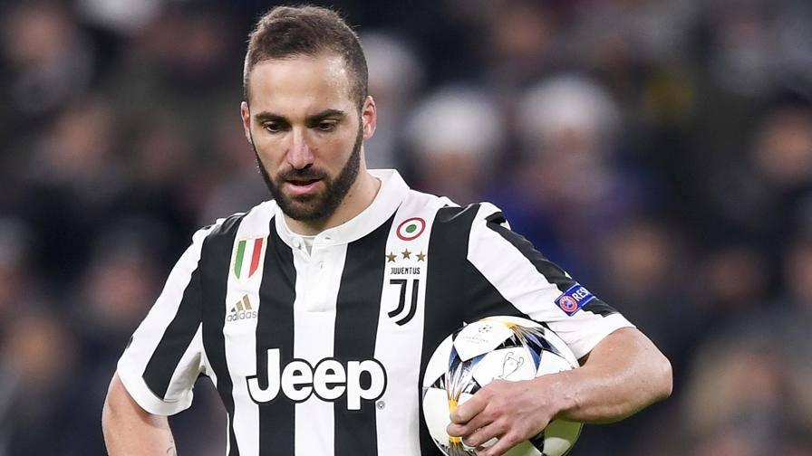 "Juventus, sfogo social di Higuain: ""Facile parlare dal divano"""