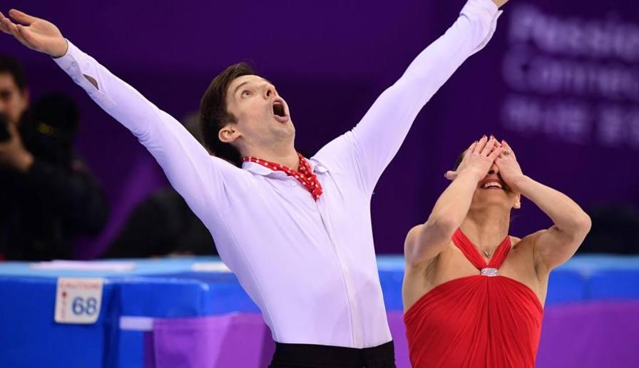 ghiaccio: Ghiaccio, figura , guidano Sui Weniing-Han Cong, italiani con vista podio