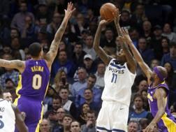 Jamal Crawford al tiro. Il veterano dei Wolves è stato decisivo contro i Lakers. Ap