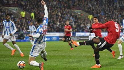 Romelu Lukaku a bersaglio a Huddersfield. Afp