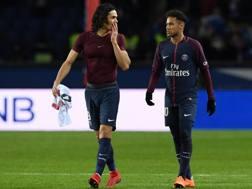 Cavani parla con Neymar a fine gara. Afp