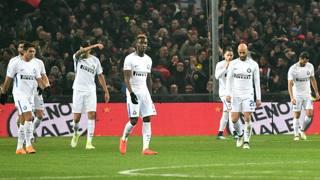 La delusione dei giocatori dell'Inter dopo la sconfitta per 2-0 sul campo del Genoa. Ansa
