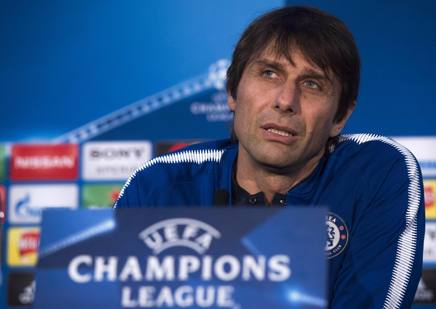 Antonio Conte in conferenza stampa. Epa