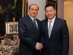 Silvio Berlusconi, 81 anni, e Li Yonghong, 48: nell'aprile 2017 lo storico passaggio di quote del Milan.