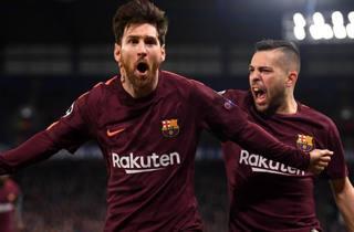 Leo Messi esulta con Jordi Alba. Getty