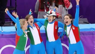 Esultano Arianna Fontana, Lucia Peretti, Cecilia Maffei e Martina Valcepina. Getty Images