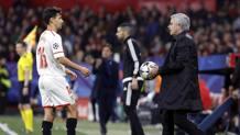 Mourinho dà il pallone a Navas. Ap