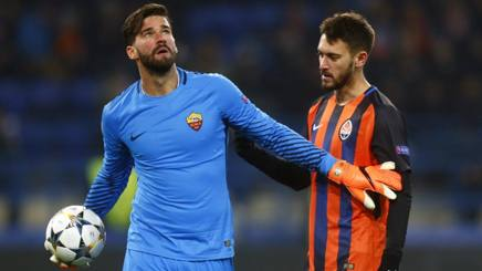 Alisson Becker, 27 anni, e Facundo Ferreyra, 26, durante Shakhtar Donetsk-Roma. Ap