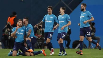 L'esultanza dei giocatori dello Zenit San Pietroburgo di Mancini e Criscito. Epa