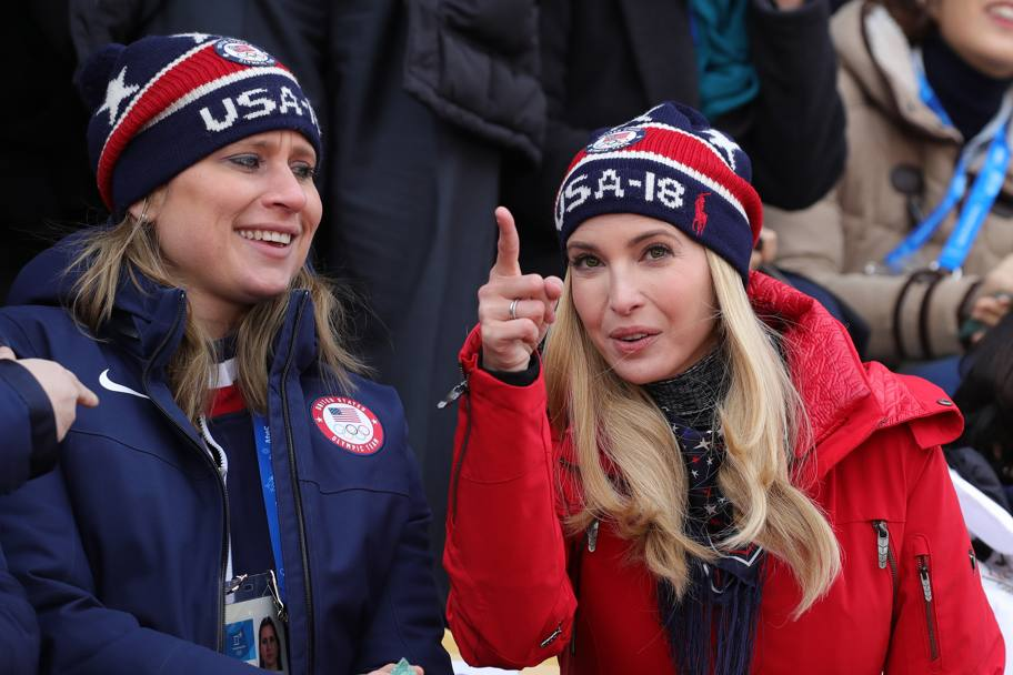 Angela Ruggiero , campionessa di hockey e membro del comitato esecutivo del Cio, con Ivanka Trump alle finali di Big Air. Getty