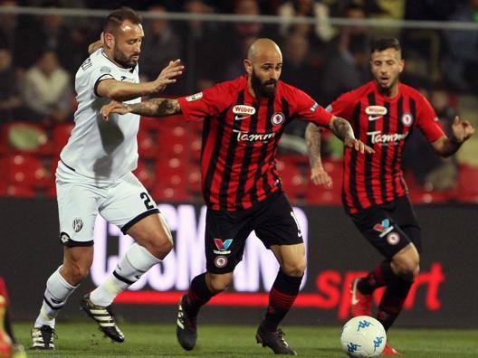 Mazzeo, gioia allo scadere Il Foggia batte il Cesena 2-1