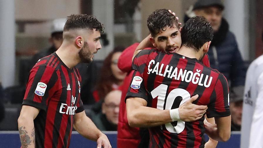 Il Milan cancella l'Arsenal Silva rimonta il Chievo: 3-2