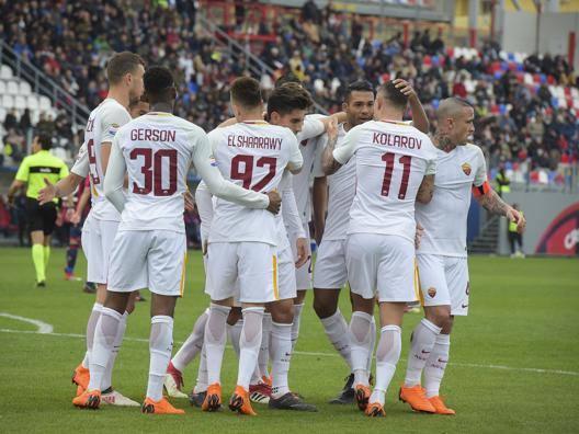 Roma facile a Crotone: 2-0 6 vittorie nelle ultime 7 gare