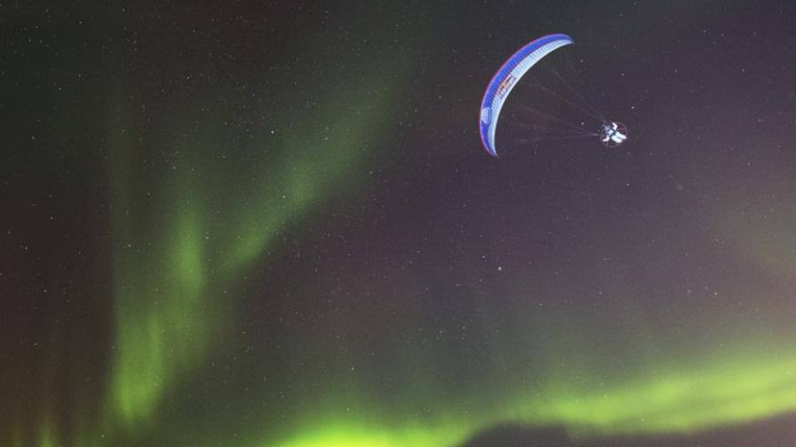Norvegia horacio llorens in parapendio con l 39 aurora for Aurora boreale sfondo