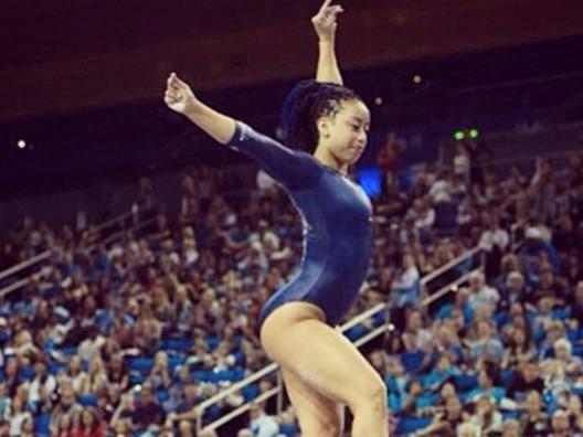 La danza della ginnasta conquista giudici e pubblico e diventa virale