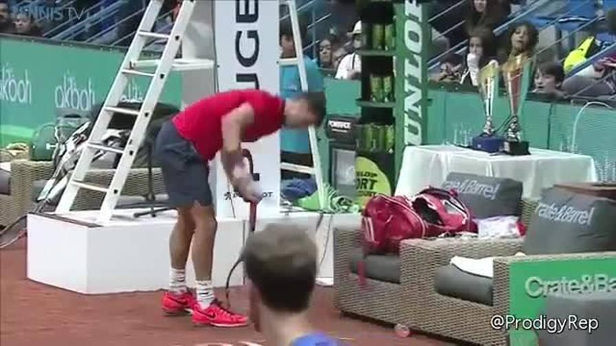 Dimitrov spacca tutto e perde il match