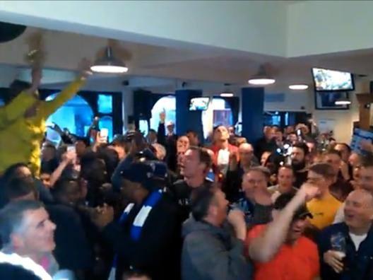 Premier League, Leicester: il coro al pub � il