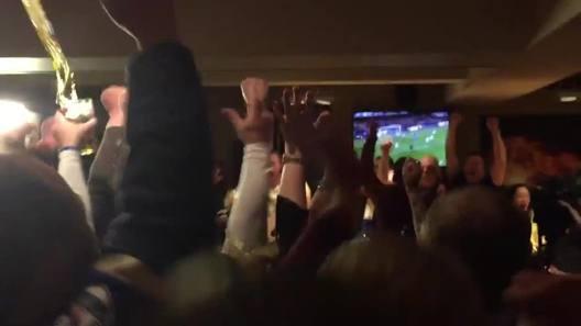 Leicester, Hazard segna il 2-2 in Chelsea-Tottenham e nei pub inizia la festa