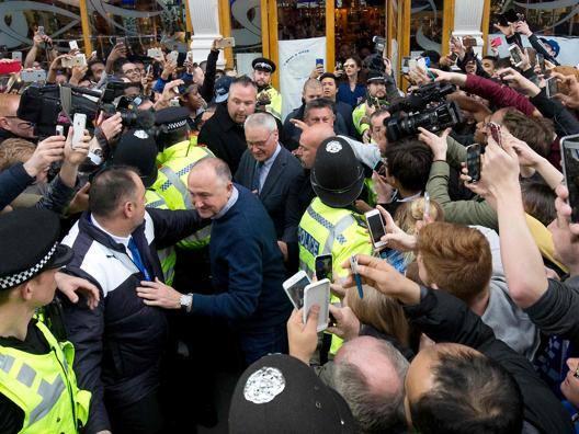 Leicester, delirio dei tifosi: il pi� acclamato � Ranieri