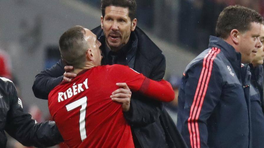 Che tensione in panchina<br/>Cholo-Ribery, quasi rissa
