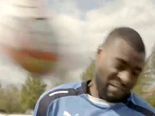 Leicester: capitan Morgan � in tv, Vardy lo bersaglia con una pallonata
