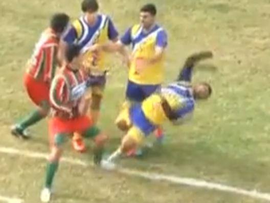 Choc in Argentina: calciatore muore dopo scontro