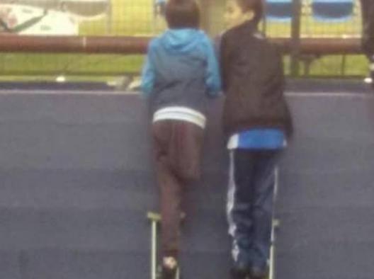 Santiago Fretes, senza una gamba presta la stampella all'amico per vedere l'addio al calcio di Milito