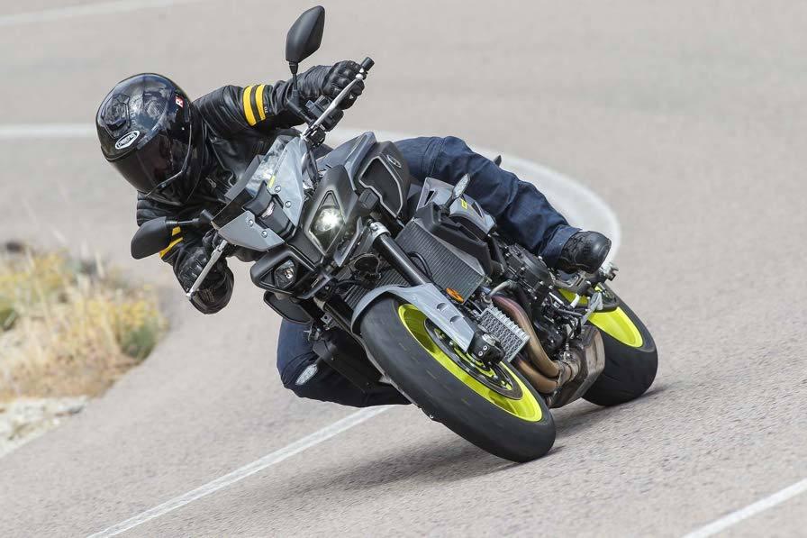 La Yamaha MT-10, nuda alla prova