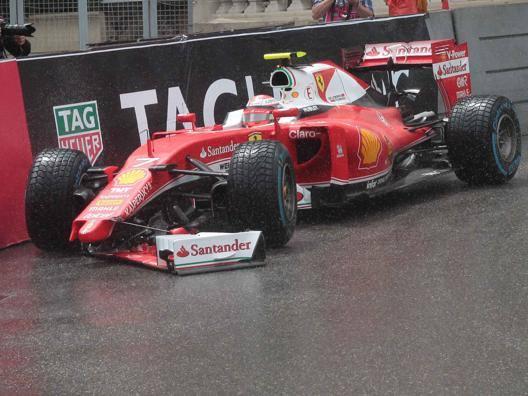 Ricciardo condannato dal team. Raikkonen, cos� � inaccettabile