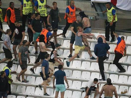 Inghilterra-Russia, scontri anche all'interno dello stadio Velodrome