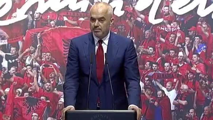 Albania: l'elogio del premier a De Biasi � in italiano