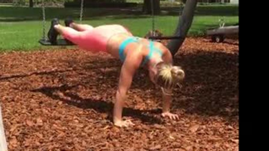 Lindsey Vonn si allena con... l'altalena