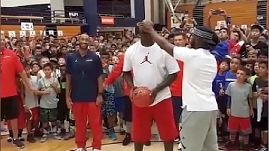 MJ accetta la sfida e non sbaglia un tiro