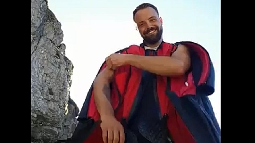 Muore base jumper altoatesino in diretta Facebook: uno dei suoi ultimi lanci
