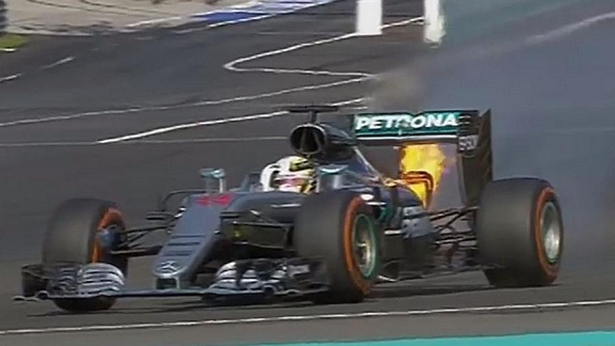 Hamilton va in fiamme<br>Vettel tampona Rosberg