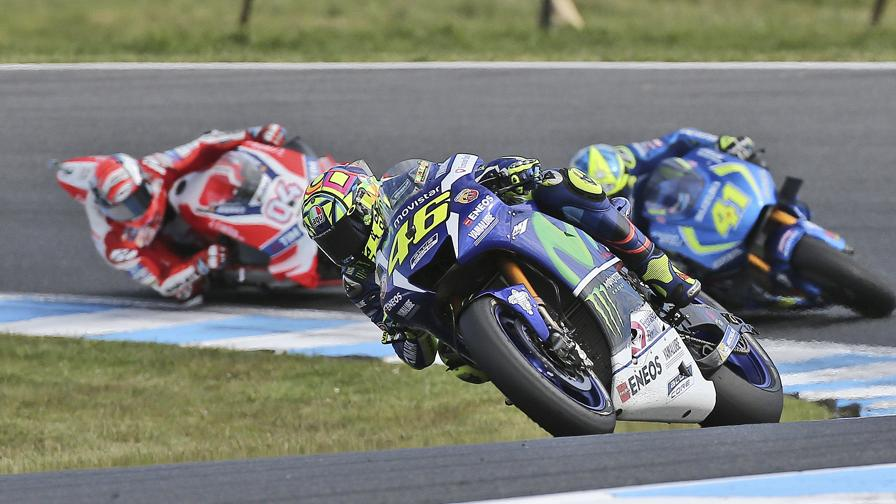 Rossi show, 2�, vince Crutchlow
