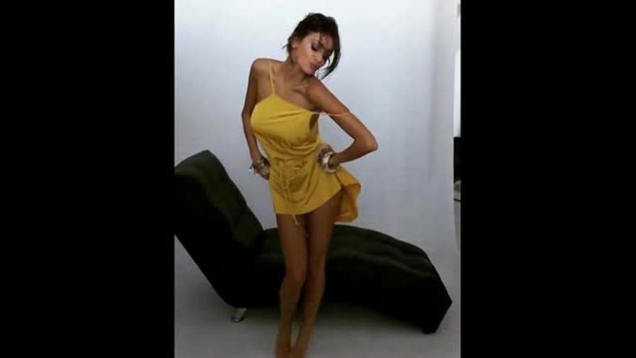Calendario Buccino.Cristina Buccino Balletto Sexy Col Mini Vestitino Video