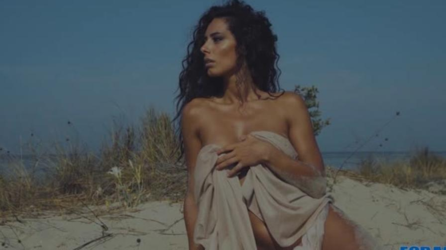 Raffaella Calendario.Raffaella Modugno Sul Calendario Di For Men Video Gazzetta It