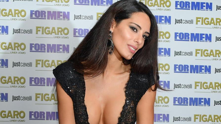 Raffaella Modugno Calendario 17.Raffaella Modugno Super Sexy Per For Men Video Gazzetta It