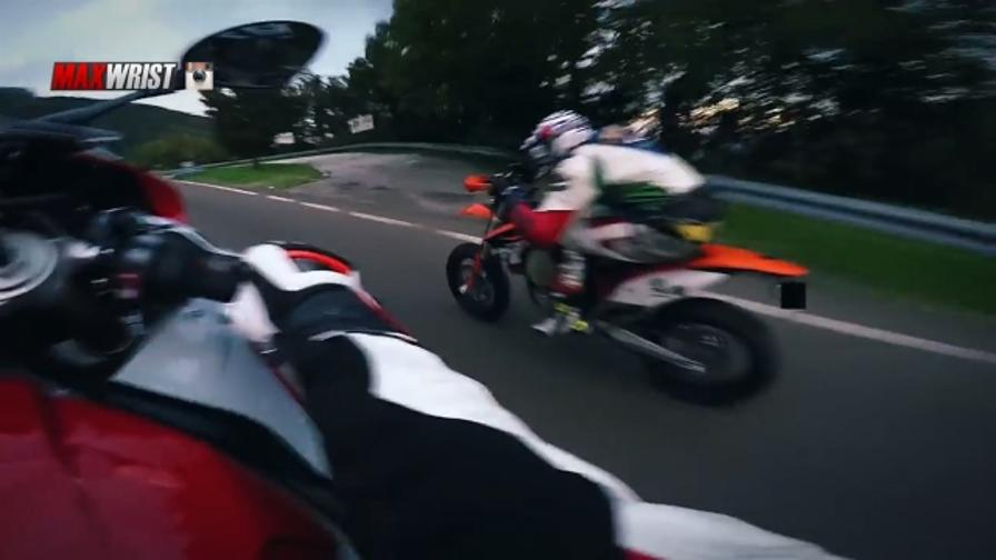 Impennate e sorpassi folli: il motociclista misterioso
